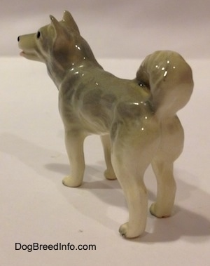 The back left side of a grey and white Husky figurine. The figurine is very glossy.